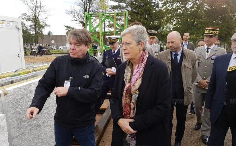Visite de la secrétaire d'état aux armées sur le chantier du camp d'Oberhoffen